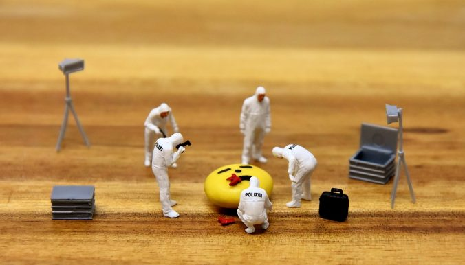 Figurines of a forensic investigation of an emoji's death